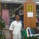 Penulis saat berkesempatan mengunjungi perpustakaan International Islamic University di Kuala Lumpur pada 24-02-2012